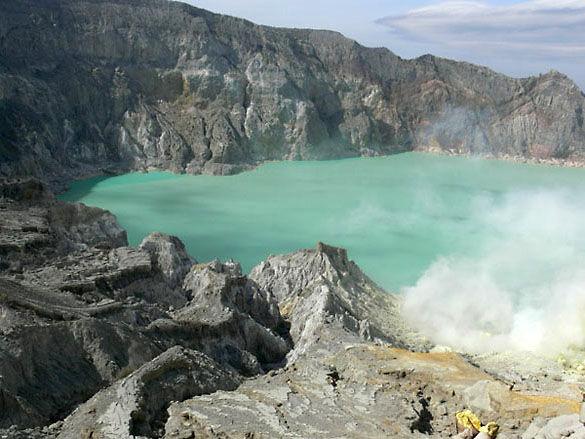 Горячее озеро. Остров Ява