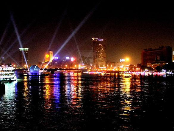 Ночной Каир. Ночные огни на реке Нил
