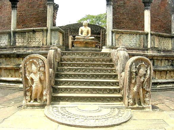 Руины древнего храма. Остров Шри-Ланка