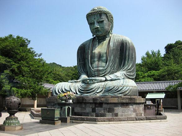 Бронзовая статуя Будды Дайбуцу фото