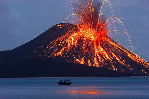 Извержение вулкана Кракатау фото
