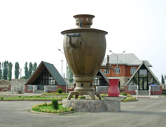 Памятник свамовар. Город Ленкорань