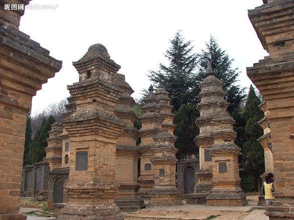 Могилы настоятелей Шаолиня