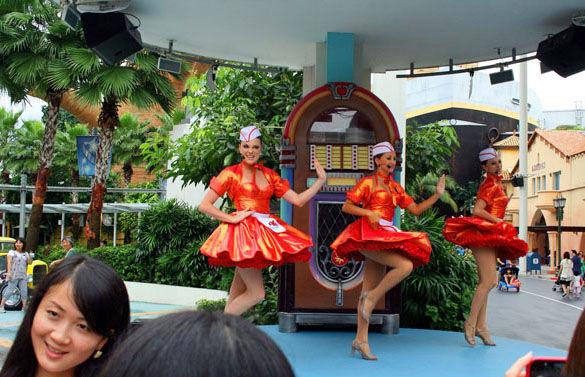 Танцовщицы в Сингапуре